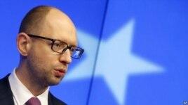 Thủ tướng Ukraina Arseniy Yatsenyuk cuộc xung đột đang chuyển từ chính trị thành quân sự