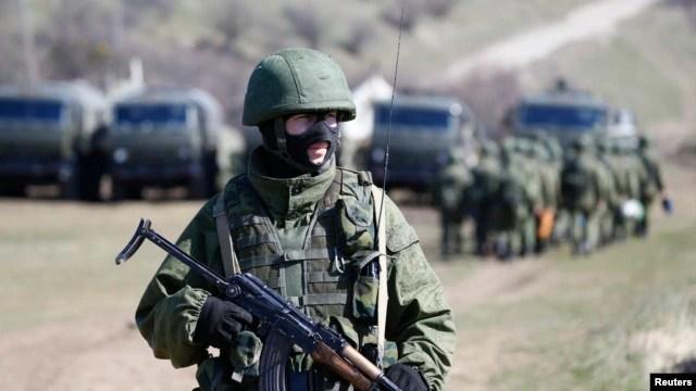 Lính bịt mặt được cho là binh sĩ Nga tại Ukraine.