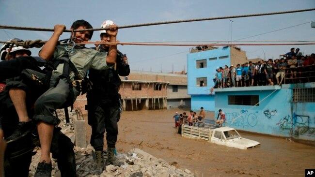 El presidente Pedro Pablo Kuczynski dijo a la prensa que se destinó 769.000 dólares para afrontar la reconstrucción.