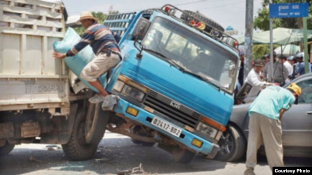 A traffic accident in Phnom Penh, in June 2016. (Courtesy Photo)