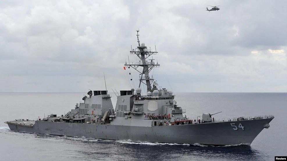 Dưới thời Tổng thống tiền nhiệm của Philippines là ông Benigno Aquino, một số máy bay và tàu Mỹ có thể cập cảng ở Philippines trên đường đi tuần tra tại các vùng biển tranh chấp để thách thức yêu sách chủ quyền của Trung Quốc.