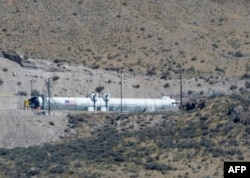 Motor pendorong roket Space Launch System (SLS) usai uji mesin di fasilitas uji perusahaan kedirgantaraan Northrop Grumman di Promontory, Utah, 2 September 2020.