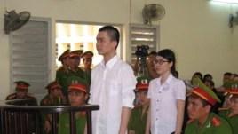 Nguyên Kha và Phương Uyên ra trước tòa án ở Long An. Án của Phương Uyên đổi thành tù treo, còn Nguyên Kha vẫn còn bị tù