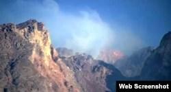 Kondisi puncak Merapi pada Jumat pagi, 13 November 2020, diamati melalui kamera BPPTKG. (Foto: VOA)