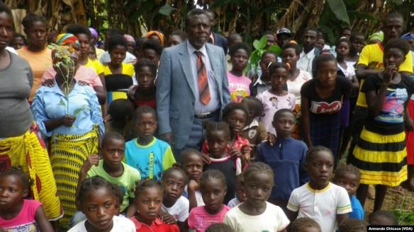 Francisco Tchikuteny Sabalo, de 67 anos de idade, 160 filhos, 43 mulheres. Namibe, Angola. Jan, 17, 2015