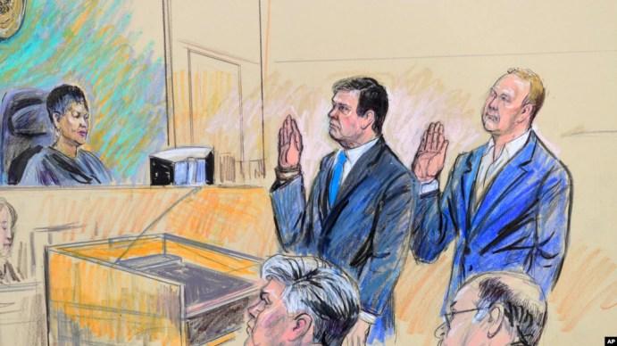 Paul Manafort (giữa) và Rick Gates tại tòa án liên bang ngày 30/10/ 2017.