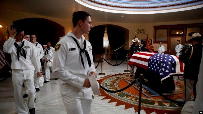 Linh cữu TNS John McCain được quàn tại tòa nhà Quốc hội bang Arizona