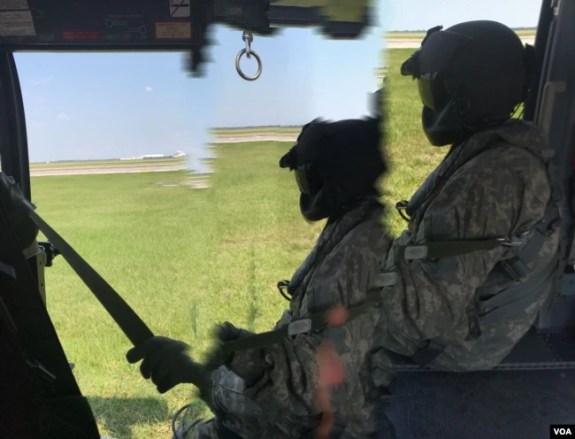 Efectivos de todas las ramas de las fuerzas armadas colaboran en los esfuerzos de rescate y recuperación en Texas tras la tormenta Harvey. Septiembre 1, 2017. Foto: Celia Mendoza.