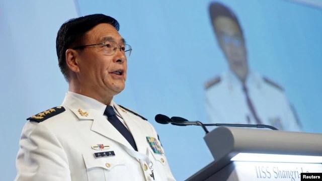 Đô đốc Trung Quốc Tôn Kiến Quốc phát biểu tại Đối thoại Shangrila ở Singapore, ngày 5/6/2016.