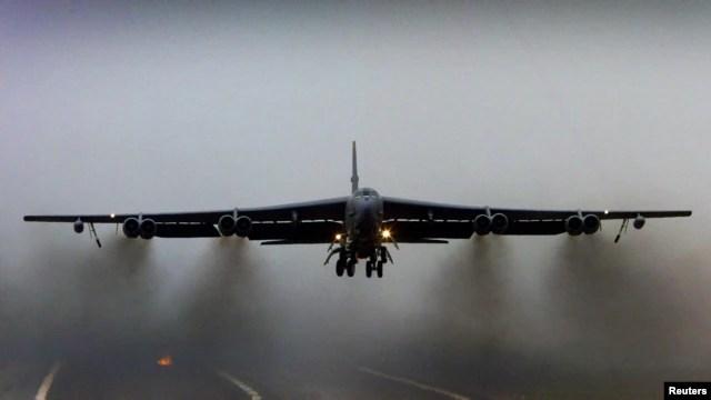 Mỹ cho 2 máy bay ném bom B-52 bay qua khu vực phòng không Trung Quốc mới thiết lập tại quần đảo tranh chấp ở Biển Hoa Đông.