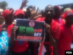 MDC supporters displaying a placard written 'ED (Emmerson Mnangagwa) Not My President' at a rally Saturday in Harare, 27 October, 2018