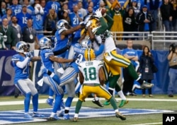 FILE - Green Bay Packers tight end Richard Rodgers (82) catches a 61-yard Hail Mary throw with no time remaining to beat the Lions 27-23 in an NFL football game, Thursday, Dec. 3, 2015, in Detroit. (AP Photo/Paul Sancya)
