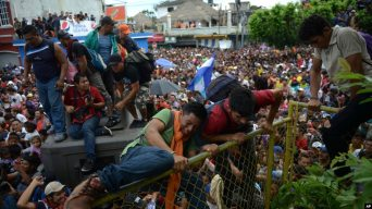 Image result for US military warns thousands in migrant caravan not to apply for asylum
