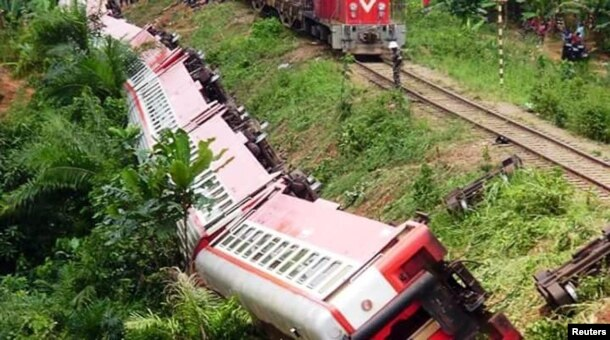 A derailed train is seen in Eseka, Cameroon, Oct. 21, 2016.