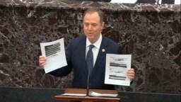 El representante de la acusación de la Cámara de Representantes, Adam Schiff, demócrata de California, sostiene documentos redactados mientras habla durante el juicio de destitución contra el presidente Donald Trump.