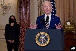 副总统哈里斯2月4日陪同拜登到访美国国务院