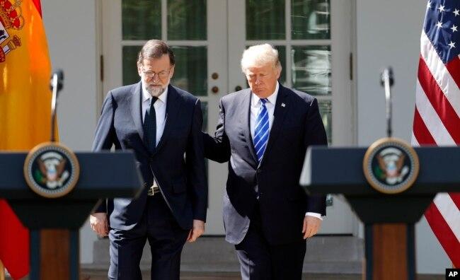 El presidente Donald Trump habló sobre la ayuda a Puerto Rico y las Islas Vírgenes estadounidenses durante una conferencia de prensa conjunta con el primer ministro de España, Mariano Rajoy, en el Jardín de las Rosas de la Casa Blanca. Sept. 26, 2017.