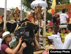 "Sutradara Livi Zheng saat syuting film ""Bali: Beats of Paradise"" di Indonesia (Dok: Livi Zheng)"