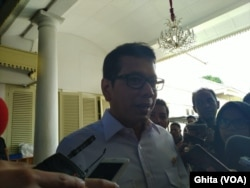 Menteri Pariwisata Wishnutama menanggapi dampak virus Corona terhadap Industri Pariwisata usai Ratas di Kantor Presiden, Jakarta, Selasa (28/1) (Foto: VOA/Ghita)