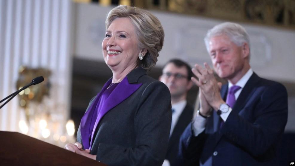 Bà Hillary Clinton trong buổi phát biểu chấp nhận thất bại sau cuộc bầu cử tổng thống Mỹ năm 2016.