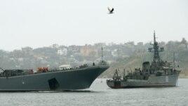 Tàu chiến Nga chặn lối vào cảng Sevastopol ở Crimea