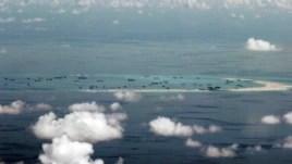 Hoạt động xây cất của Trung Quốc tại bãi Đá Vành Khăn thuộc quần đảo Trường Sa ở Biển Đông, ngày 11 tháng 5, 2015.