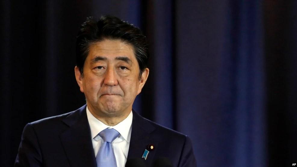 Thủ tướng Nhật Shinzo Abe cam kết tiếp tục kêu gọi ông Trump đảo ngược cam kết đòi rút Washington ra khỏi TPP.