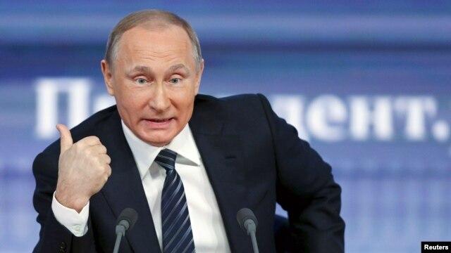 Tổng thống Nga Vladimir Putin speaks trong cuộc họp báo thường niên cuối năm ở Moscow, Nga, ngày 17/12/2015.