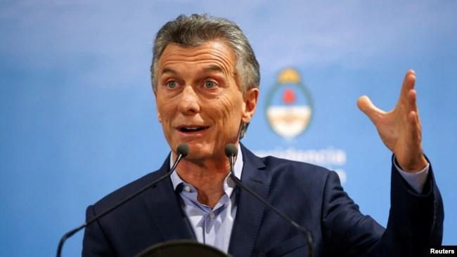El presidente de Argentina, Mauricio Macri, se se opone al aborto, se comprometió a no vetar la norma en caso de ser aprobada.