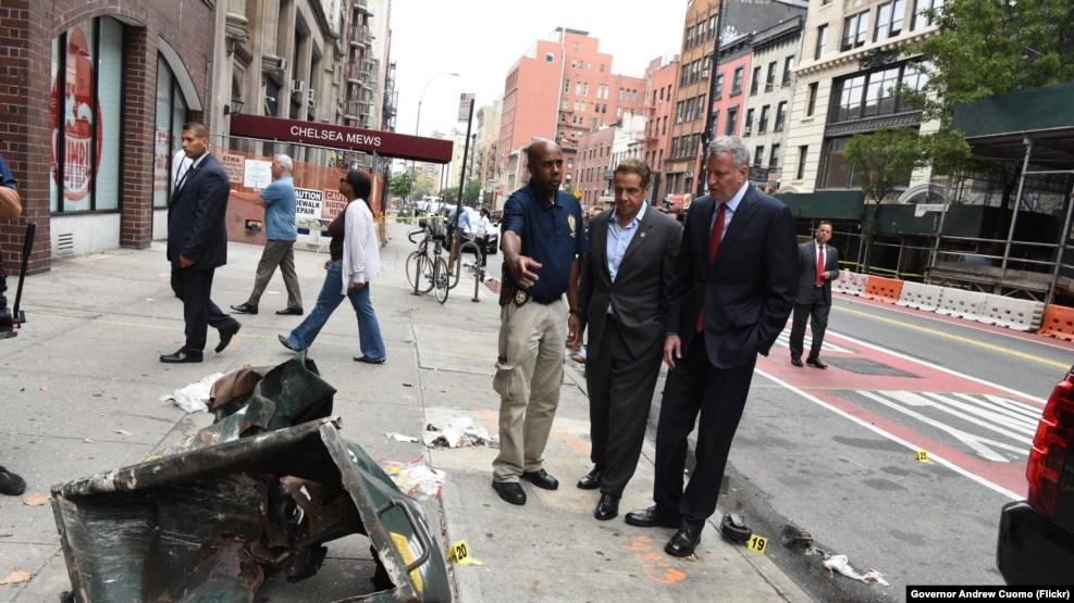 Thống đốc Andrew M. Cuomo và Thị trưởng Bill de Blasio nghe báo cáo về vụ nổ ở Manhattan và đi thăm những người dân và doanh nghiệp ở Đường 23.