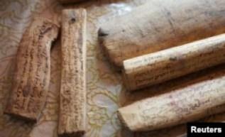 Manuskrip kuno hukum adat yang diawetkan yang mengatur fungsi lumbung yang secara lokal dikenal sebagai Igoudar, 9 Juni 2021. (REUTERS/Abdelhak Balhak).