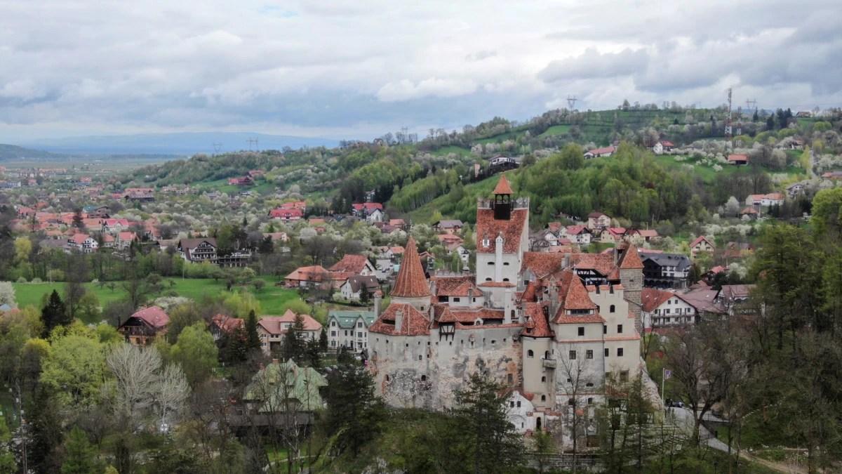 Rumania Tawarkan Vaksinasi COVID-19 dengan Suasana Horor di Kastil Drakula