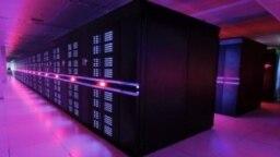 """占据""""五百强""""榜首前两位的世界最快超级计算机--中国""""天河2号""""。 (资料照片)"""
