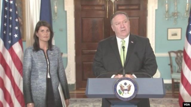 El secretario de Estado de EE.UU., Mike Pompeo, y la embajadora de EE.UU. ante la ONU, Nikki Haley durante el anuncio del retiro de EE.UU. del Consejo de Derechos Humanos de la ONU en el Departamento de Estado. Junio 19 de 2018.