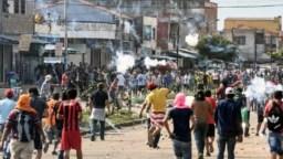 Manifestantes durantes protestas en Santa Cruz, Bolivia, el miércoles, 23 de octubre, de 2019.