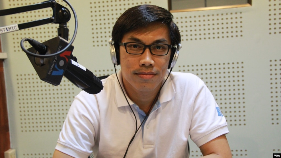 Ear Chariya, founding director of The Institute for Road Safety in VOA studio in Phnom Penh on Wednesday June 22, 2016. (Lim Sothy/VOA Khmer)