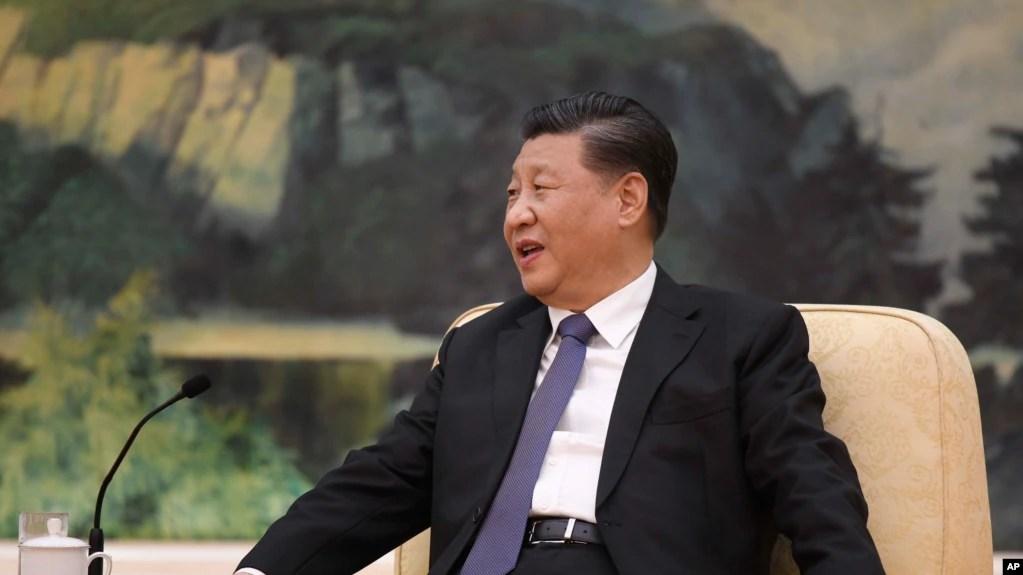 """中國國家主席習近平2020年1月28日會晤世界衛生組織總幹事譚德塞,聲言他""""一直指揮、親自部署""""應對冠狀病毒疫情。"""