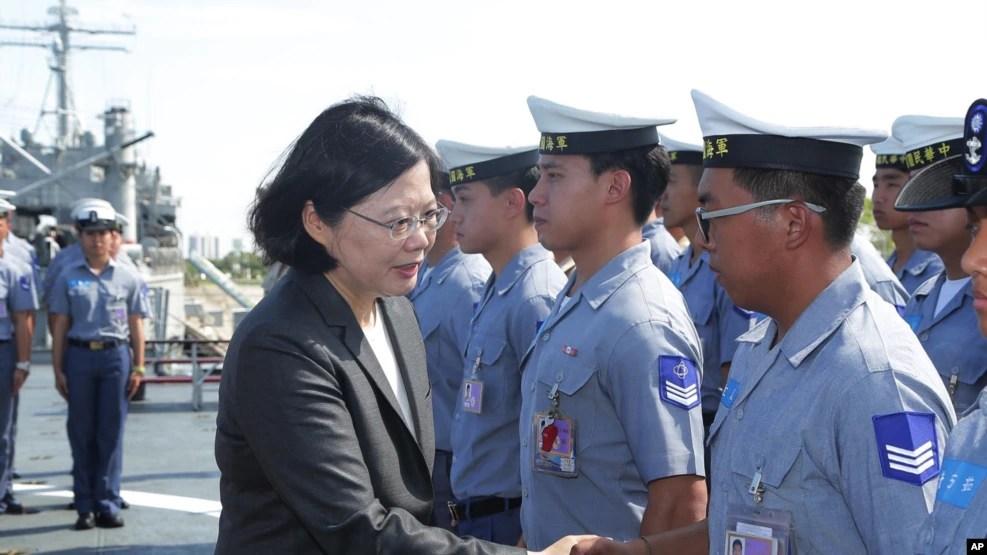 Tân Tổng thống Đài Loan Thái Anh Văn điều tàu chiến đi tuần tiễu tại vùng biển có tranh chấp ở Biển Đông, 13/7/2016.