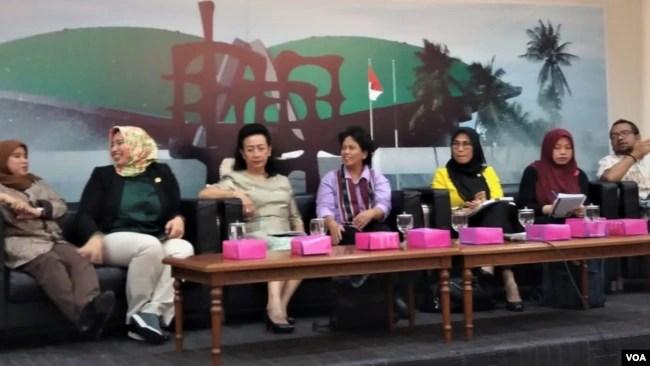 Diskusi oleh Perempuan Parlemen soal tindaklanjut putusan Mahkamah Konstitusi untuk pencegahan dan penghentian perkawinan anak di Gedung DPR/MPR, Senayan, Rabu (9/1). (VOA/Fathiyah)