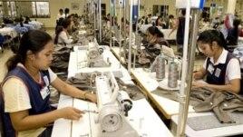Công nghiệp dệt may của Campuchia là nguồn thu nhập ngoại tệ chủ yếu của nước này.