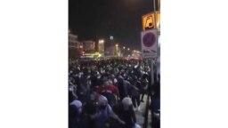 En esta imagen tomada el domingo 12 de enero de 2020 proporcionada por el Center for Human Rights en Irán, con sede en Nueva York, se ve a una multitud huyendo de la policía cerca de la plaza Azadi, o Libertad, en Teherán, Irán. (Center for Human Rights in Iran via AP)