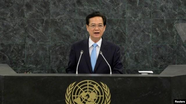 Thủ tướng Việt Nam Nguyễn Tấn Dũng đọc diễn văn tại Đại hội đồng LHQ ở New York, ngày 27/9/2013.