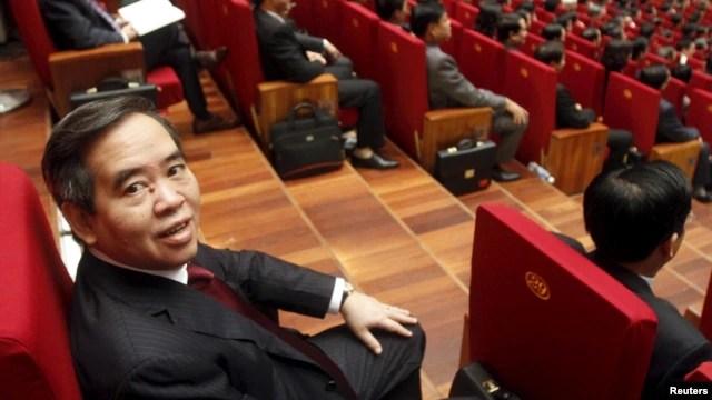 Thống đốc Ngân hàng nhà nước Nguyễn Văn Bình tham dự lễ khai mạc Đại hội đảng 12 tại Hà Nội, ngày 21/1/2016.