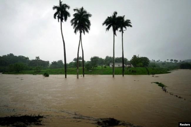 Una granja parcialmente inundada en Bahía Honda, Cuba, cuando la tormenta subtropical Alberto pasaba por la costa oeste de la Isla. 26 de mayo de 2018. REUTERS / Alexandre Meneghini.