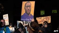 جارج فلائیڈ کی ہلاکت کے بعد امریکہ اور دنیا بھر میں بڑے پیمانے پر مظاہرے پھوٹ پڑے (اے ایف پی)