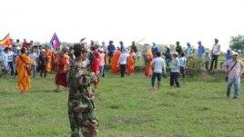 Hiện trường vụ xô xát giữa người Việt và Campuchia hồi cuối tháng Sáu.