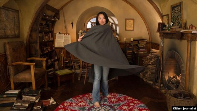 Rini Sugianto, animator the Hobbit: the Desolation of Smaug, berfoto di set rumah karakter Bilbo Baggins