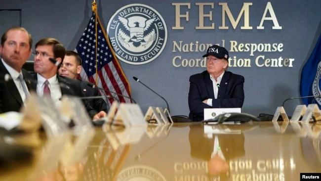 El presidente de los Estados Unidos, Donald Trump, asiste a una reunión de la Agencia Federal para el Manejo de Emergencias (FEMA) sobre el huracán Dorian en su sede en Washington, EE.UU., Septiembre 1 2019. Foto: Reuters.