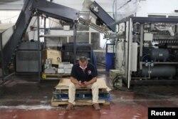 فیکٹری کی بندش کے بعد 250 ملازمین کو گھر بھیج دیا گیا ہے۔(فوٹو، رائٹرز)