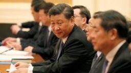 El presidente chino Xi Jinping sostuvo una reunión con la comisión política el sábado para ver medidas de combate el brote del coronavirus.